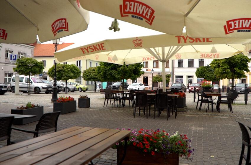 Ogródki restauracyjne i kawiarniane na konińskim Placu Wolności