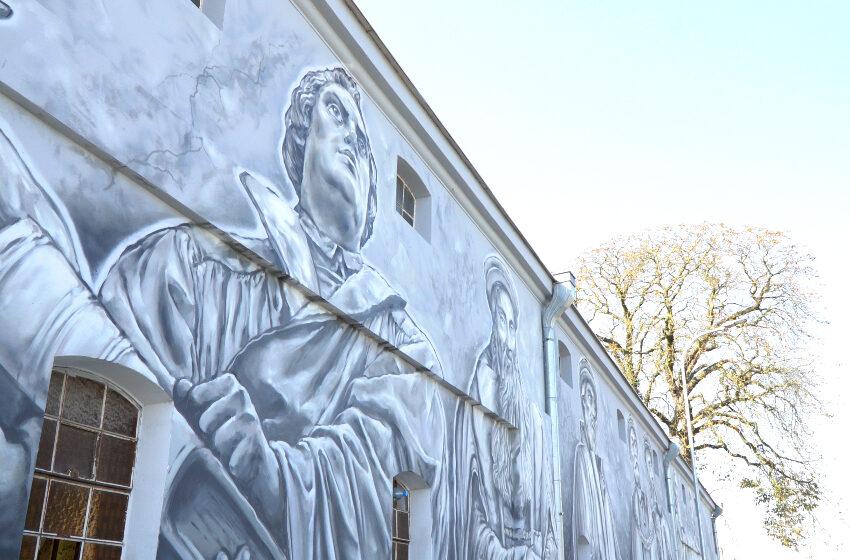 Wielcy Ludzie Reformacji na muralu w Żychlinie