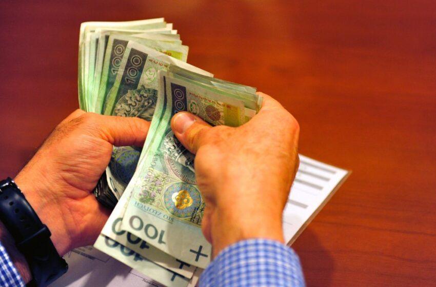 Badanie: Ok. 47 proc. Polaków nie odczuło znaczących zmian w finansach w ostatnim roku