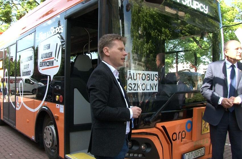 Polski, super nowoczesny autobus szkolny zaprezentowano w Słupcy