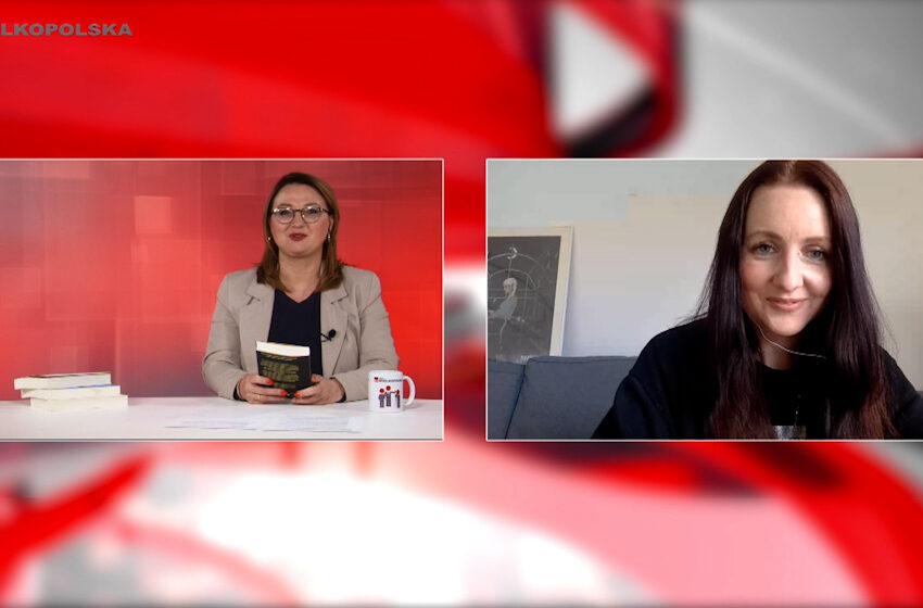 """Spotkania kulturalne w TV Wielkopolska – Ewa Przydryga o najnowszej powieści """"Topieliska"""""""