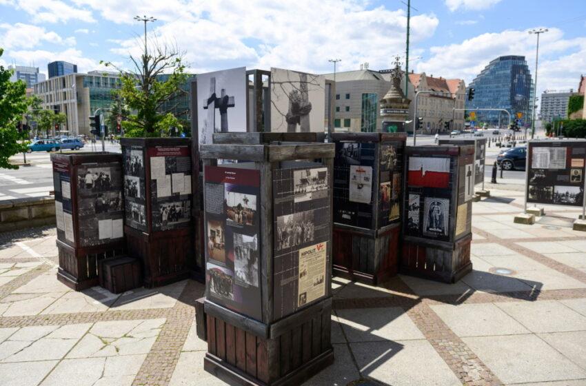 """W centrum Poznania plenerowa wystawa """"Poznański Czerwiec 1956. Oblicza buntu i jego pamięć"""""""