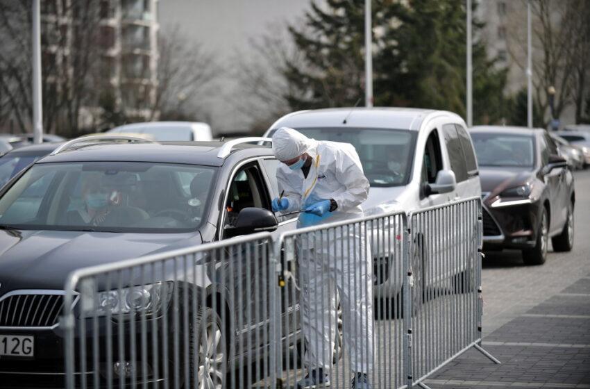 Badanie: ponad połowa Polaków obawia się czwartej fali COVID-19