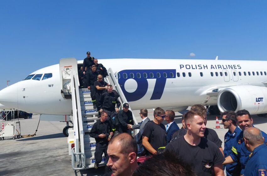 Kolejna grupa 143 strażaków wyruszyła do Grecji