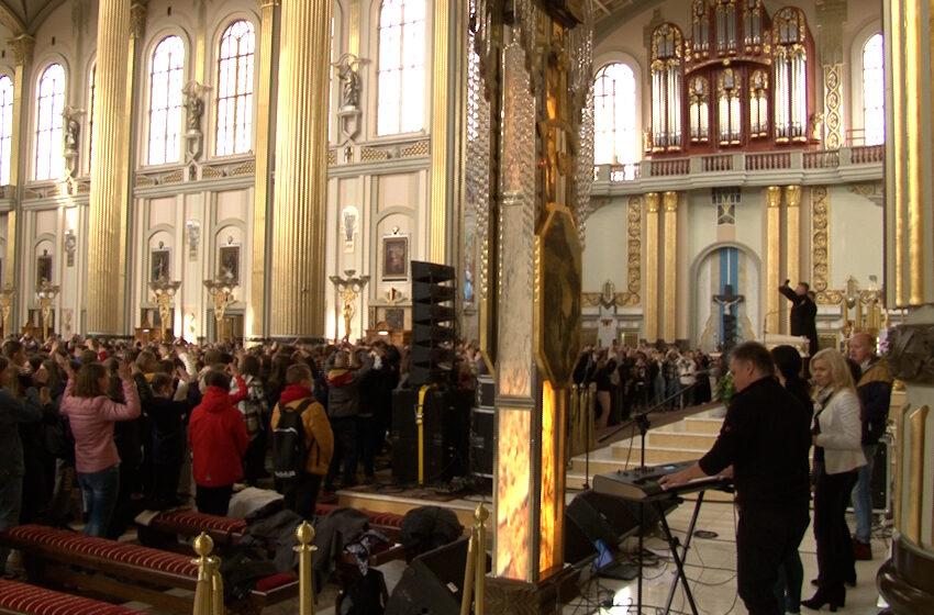 Ósmoklasiści z pielgrzymką w Licheniu