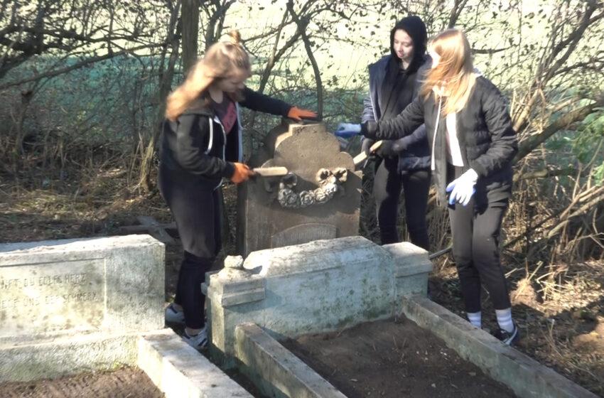 Odkrywają zapomniany cmentarz w Daniszewie